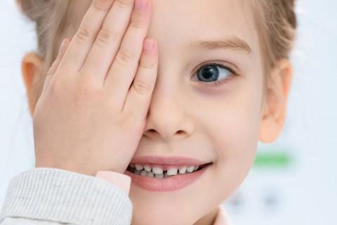 Consult oftalmologie adulti si copii peste 3 ani