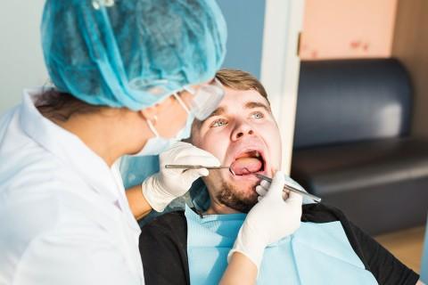 Scapă de gingivită / parodontoză cu LASER CLEANING