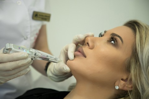 Injectare Botox Pentru Bărbie Hiperactivă