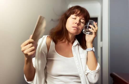 Cum ții bufeurile de la menopauză sub control